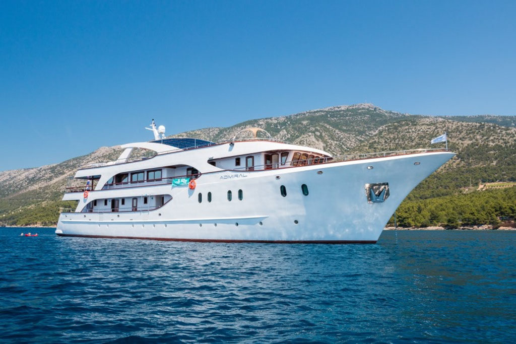 Luxury small ship