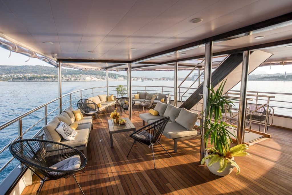 MS-Arca-Lounge-Deck-small