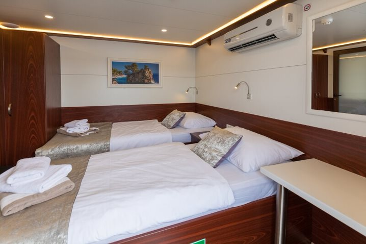 MS Equator Main Deck Twin cabin 2000w